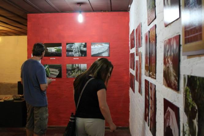 Exposição coletiva de fotografias do CCZS. Artistas Andréa Ludwig Cocolichio, Cinthia Sfoggia, Rogério Livi, Selir Straliotto, Silvia Livi e Taís Freitas.