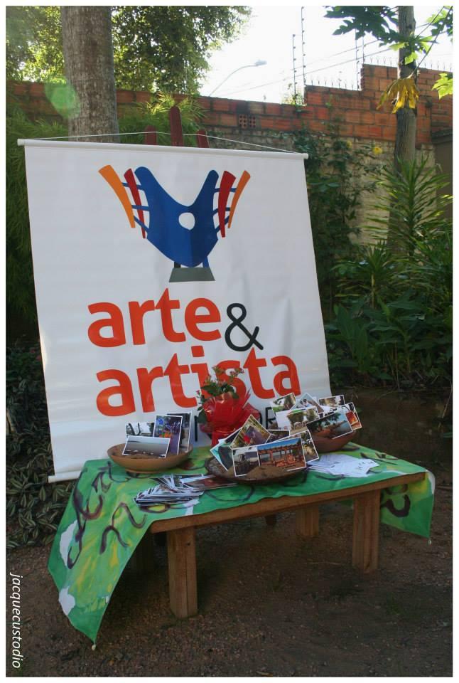 """Exposição de fotografias do projeto """"Arte e Artista na Orla""""."""