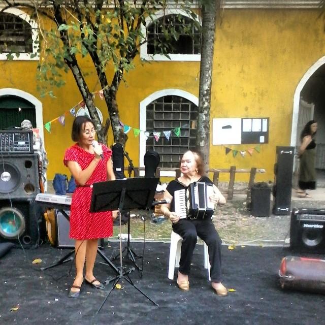 Sarau poético com Conça Dornelles e apresentação musical de Dona Ivone Pacheco.