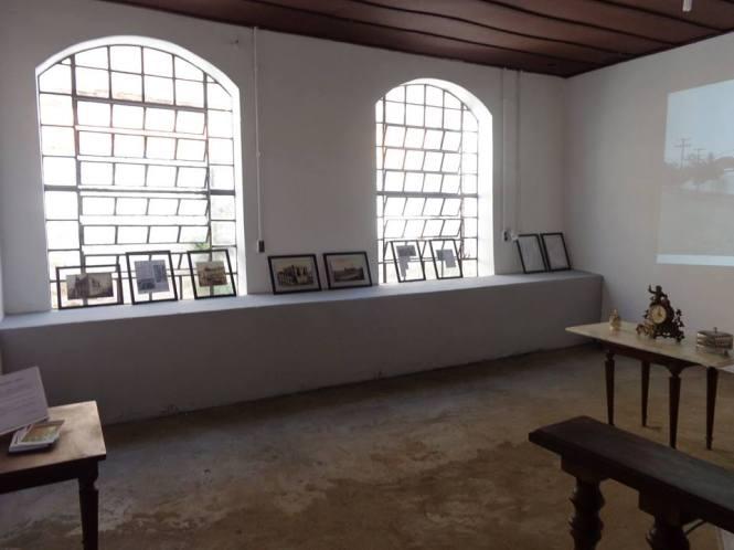 """Exposição de fotografias """"Artesanato Guarisse: a fábrica"""" com curadoria de Marcia Morales Salis."""