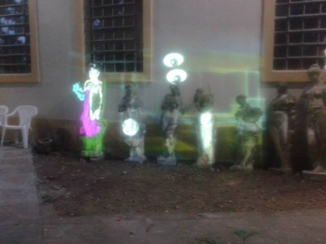 Instalação urbana de grafite virtual interativo de Moysés Lopes.