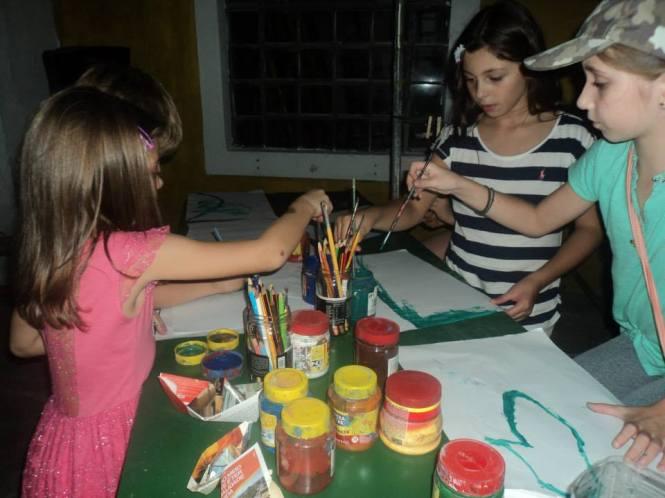 Espaço de pintura para crianças.