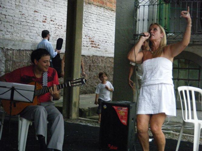 Apresentação musical de Sandra Pimentel com participação especial de Fabrício Fortes.
