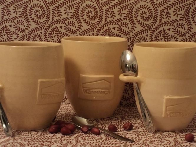 Copinhos de cerâmica personalizados do projeto pra usar em qualquer lugar e consumir menos plástico,